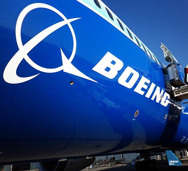 Boeing logo en B787 (RD)