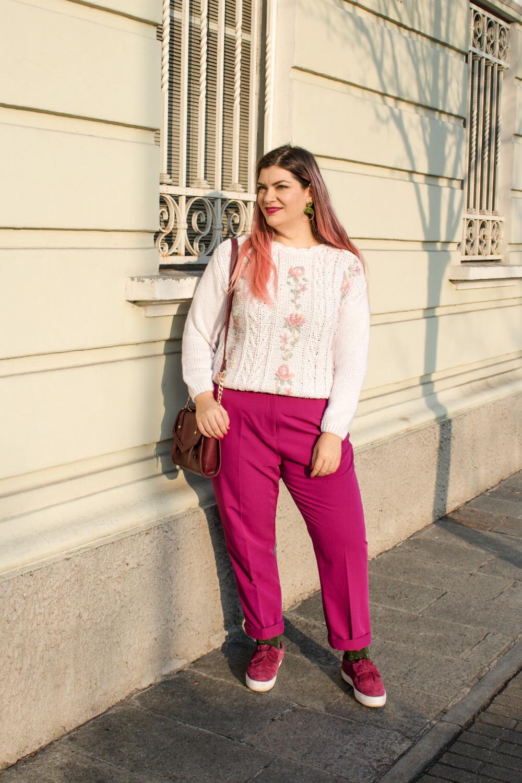 Outfit plus size, maglione vintage pantaloni colorati (8)