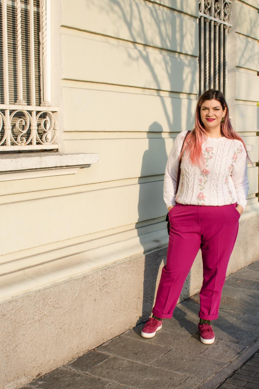Outfit plus size, maglione vintage pantaloni colorati (7)