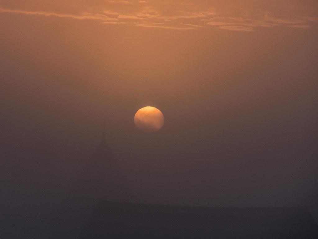 Quand le jour se lève, se lève la brume... + recadrage 25767409537_2078b3846b_b
