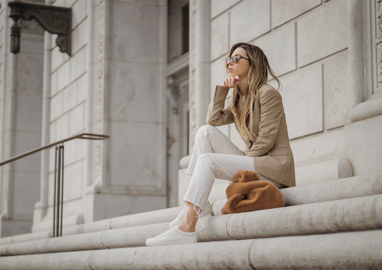 ralph_lauren_neutral_layers_outfit_fur_bag_vince_zara_trench_coat_street_style_lenajuice_thewhiteocean_07