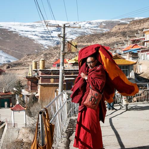 A monk in  Kandze Monastery, Garzê 甘孜 カンゼゴンパの僧