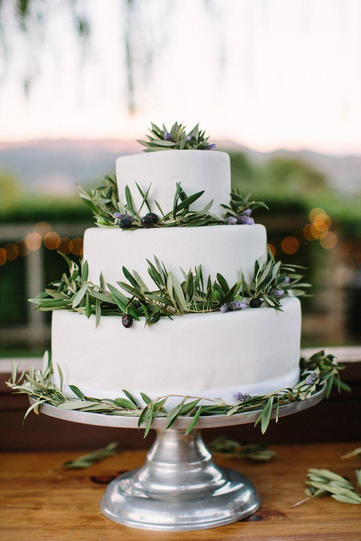 Wedding Cakes : Wedding Cake || Photography: Caroline Frost Photography || See the wedding on SM...