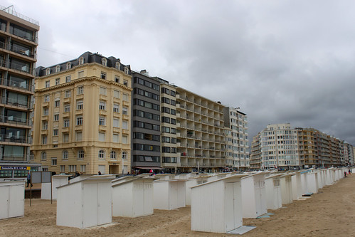white cabins in Mariakerke