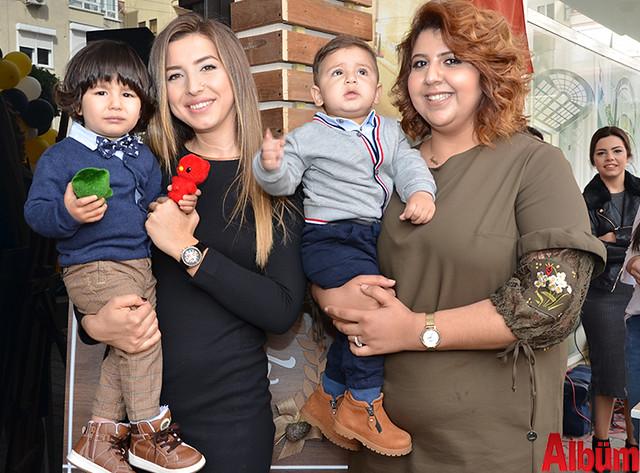 Filiz Arslan ve Büşra Akbaş çocuklarıyla birlikte Albüm için poz verdi.