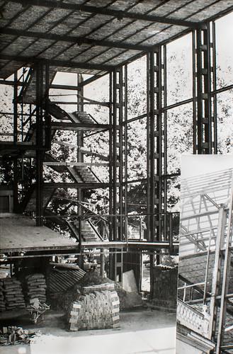 15 octubre 1963 [5] - Empieza la última fase. Ladrillo y cemento van distinguiendo las tribunas, escaleras, plantas...