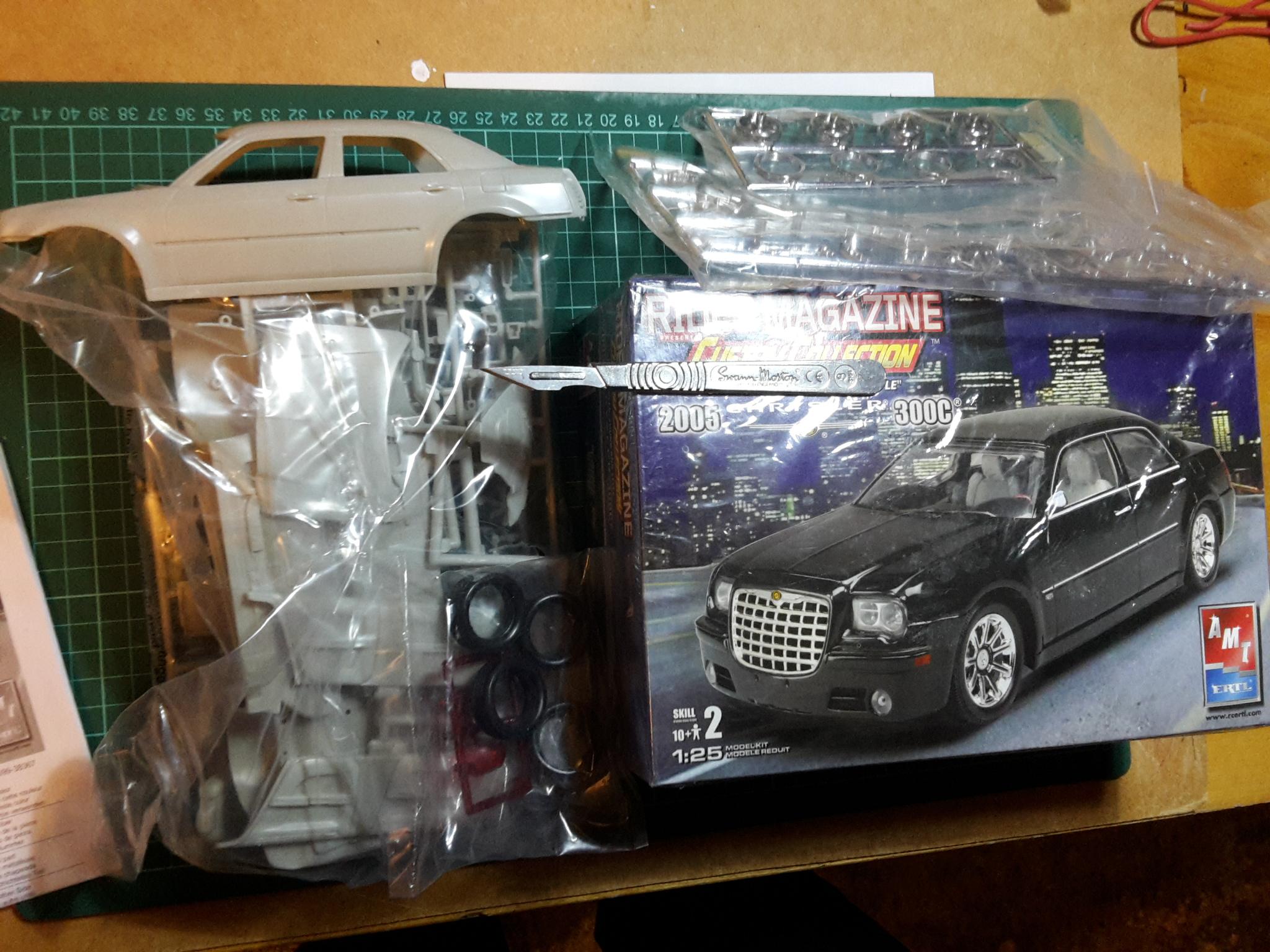 Chrysler 300C - 1/25 - AMT/ERTL 39051778235_63a3ecbdc9_o