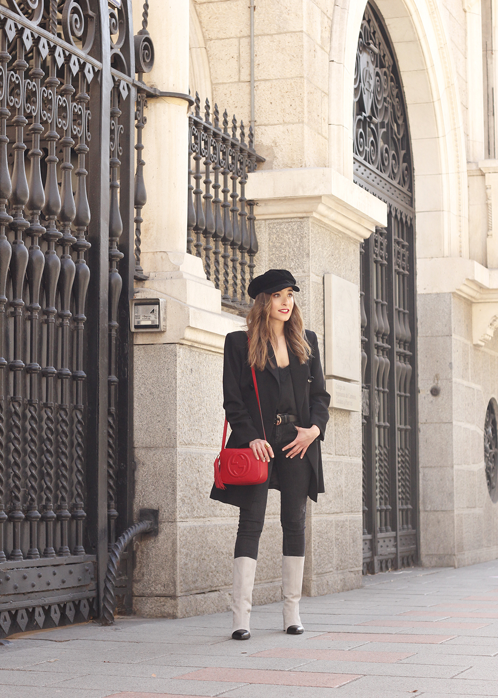 black blazer bicolor boots uterqüe gucci bag gucci belt navy cap style fashion winter outfit08