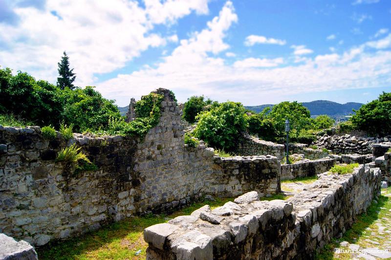 Разрушенные здания в верхней части Старого Бара