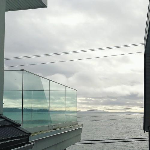 minimalistic monochrome landscape architecture ocean oceanview whiterockbc bccanada whiterock vancouver vista aussicht balcony glassrailing