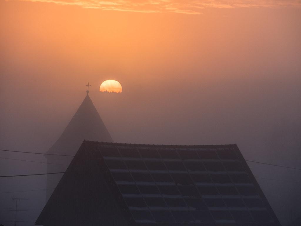 Quand le jour se lève, se lève la brume... + recadrage 26766654448_ef19e511f0_b
