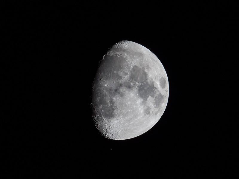 月とアルデバラン (2018/1/27 19:17)
