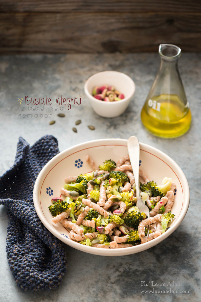 busiate ai broccoli, pistacchi e semi di zucca