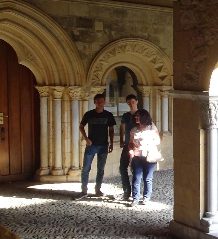 Con los chavales viendo románico