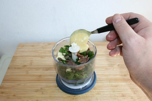 26 - Knoblauch, Kapern, Sardellen & Senf hinzufügen / Add garlic, capers, anchovies & mustard