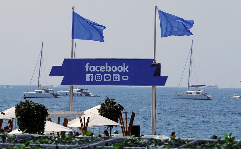 UE: Facebook et Twitter doivent en faire plus pour protéger les utilisateurs