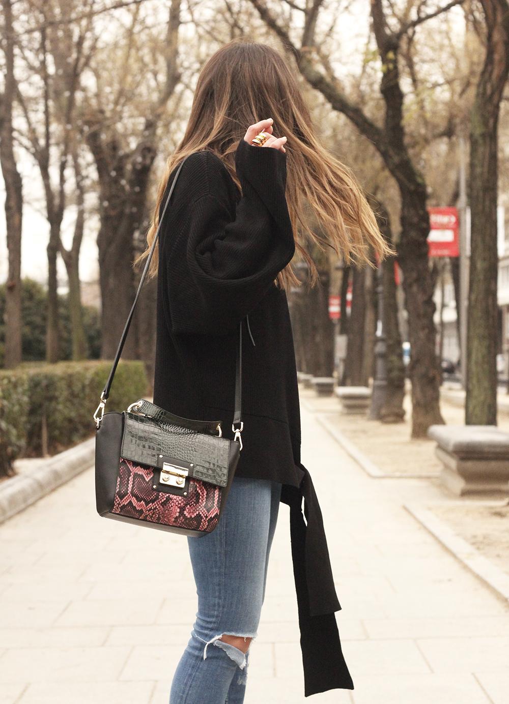 Black turtleneck sweater Uterqüe black ankle boots winter oufit 201812