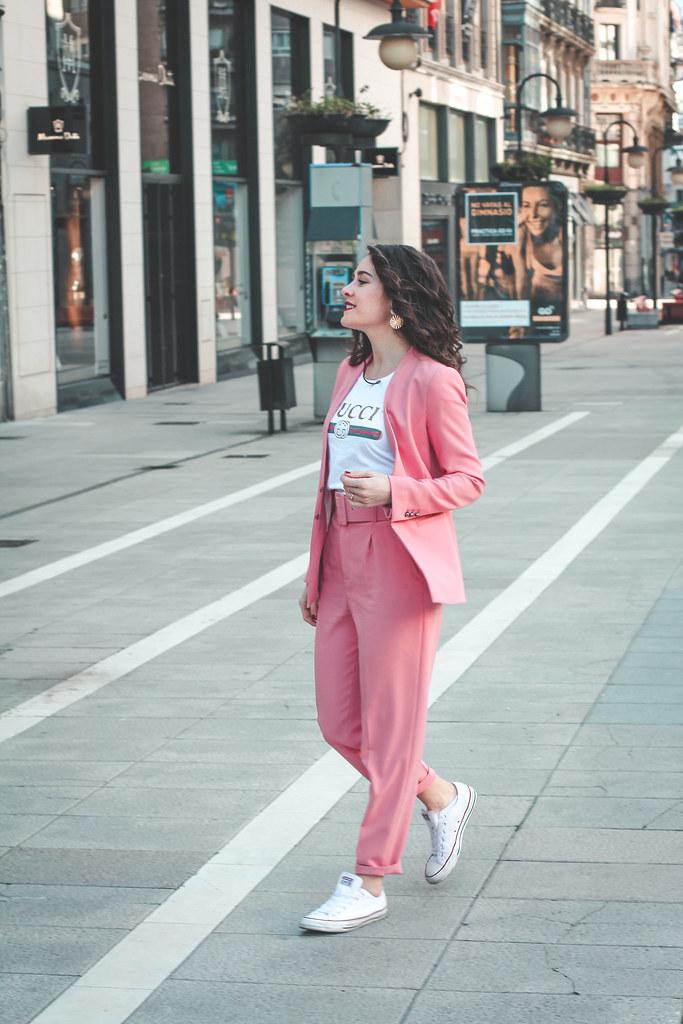 traje rosa zara-9