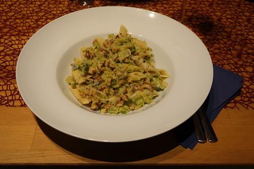 Rosenkohl mit Penne, Gorgonzola und Walnüssen (meine Portion)