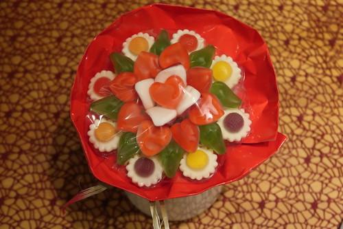 Flower Candy (= Gebundener Strauß aus Fruchtgummi und Schaumzucker) zum Valentinstag