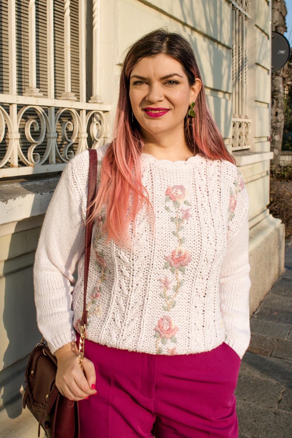 Outfit plus size, maglione vintage pantaloni colorati (3)