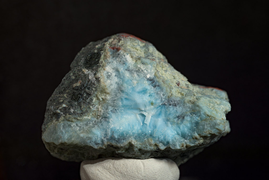 Blue-Pectolite (Larimar)