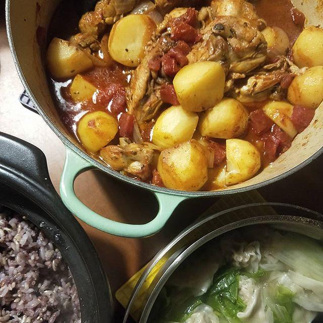 20180226 ✓記得放馬鈴薯的番茄燉雞 ✓白菜餛飩湯 ✓鍋煮十穀米飯 #葛蘿的餐桌 #煮飯神器