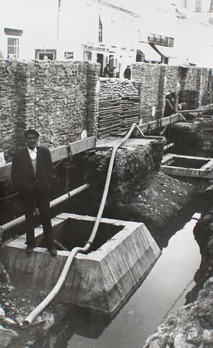 Buscando cimientos firmes [1] - Piedra, escollera y agua, mucha agua. La calle no se hunde gracias a los pozos indios.