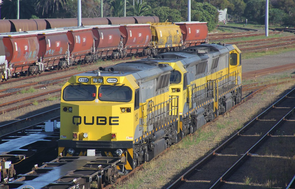 1104 1107 and 1105 are shutdown on a QUBE container train at Carrington by bukk05