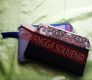 pouch lis songket