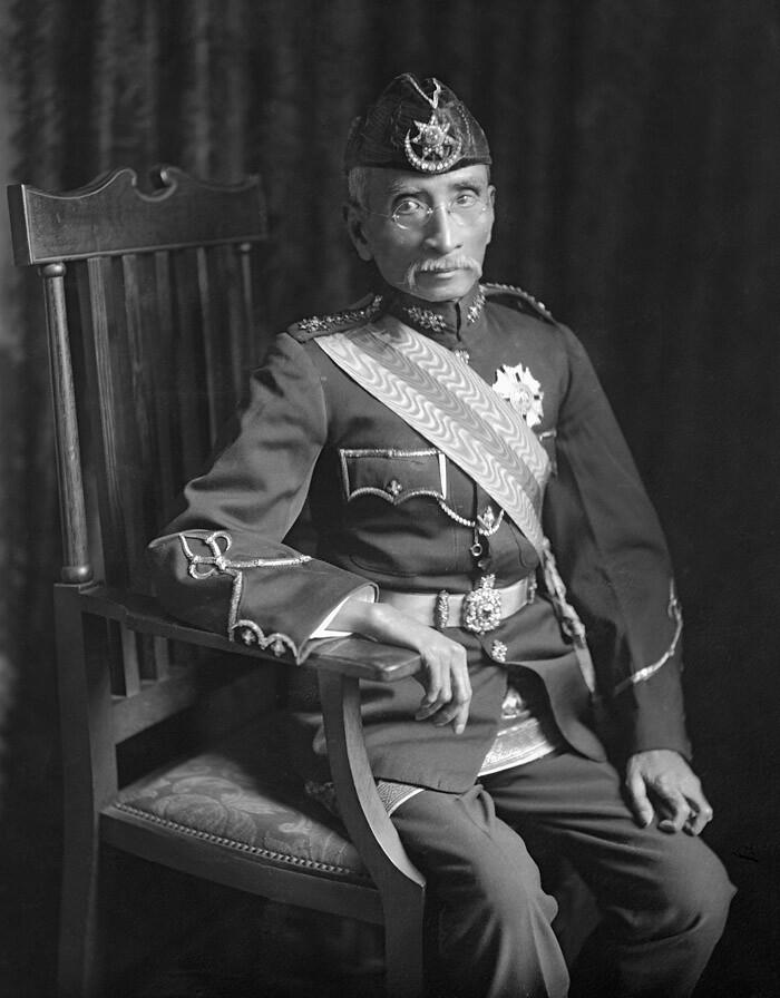 Paduka Sri Tuanku Sultan Sir Idris Murshid al-Azzam Shah Rahmatu'llah ibni al-Marhum Raja Bendahara Alang Iskandar