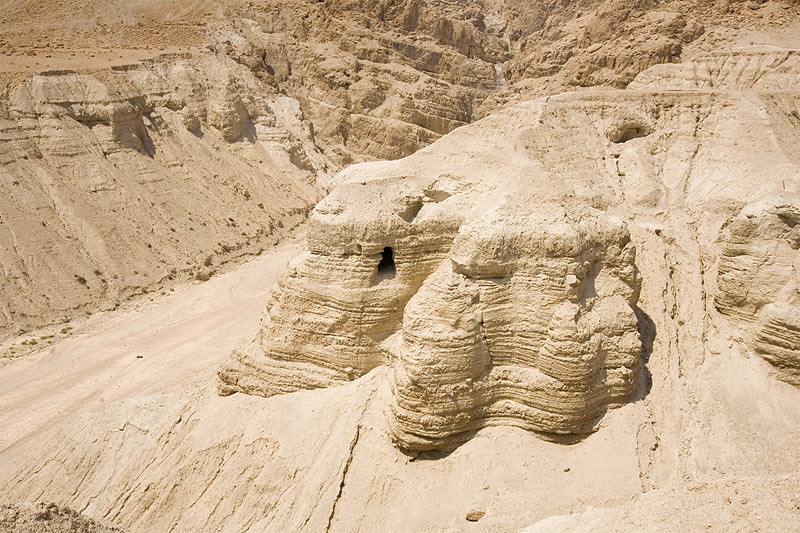 Ini adalah, gua-gua Qumran yang ditemukan antara tahun 1947-1956.