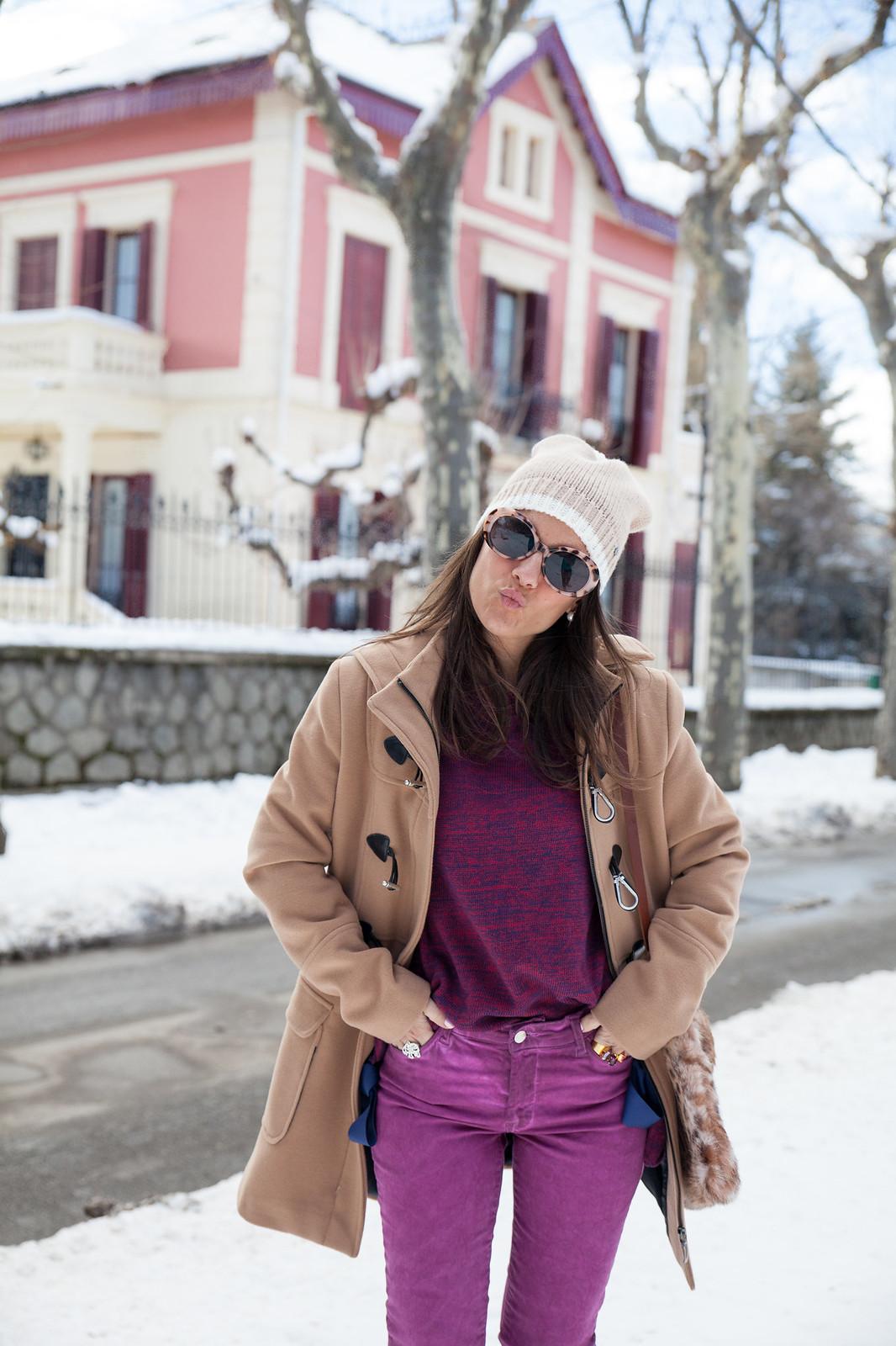 como ir vestida a la nieve arreglada con un look magenta abrigo en color nude estilo parka mou boots theguestgirl the guest girl fashion influencer barcelona parfois streetstyle fashion week kiss love san valentin