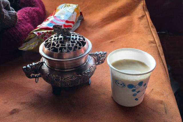 Tibetan milk tea, Kandze Monastery, Garzê 甘孜 カンゼゴンパで振る舞って頂いたミルクティ