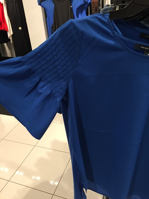Blue pleated sleeve
