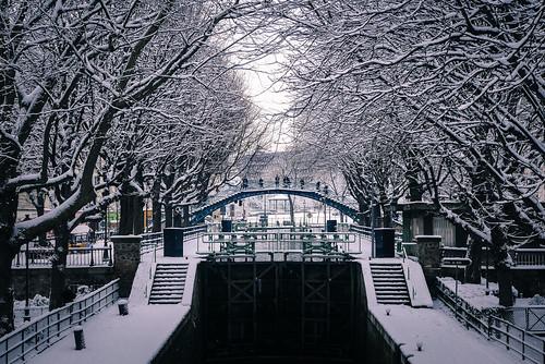 White morning in Paris