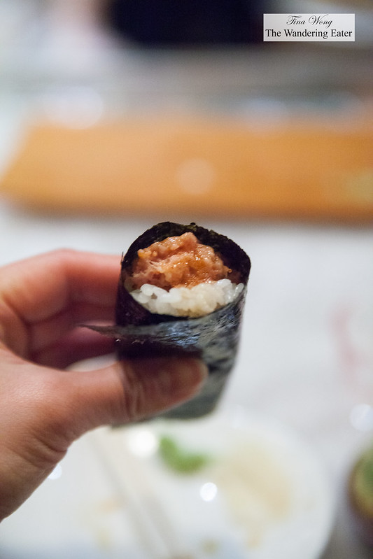 Spicy chutoro hand roll