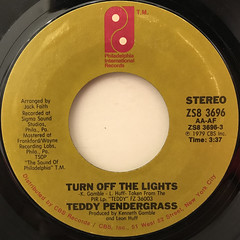 TEDDY PENDERGRASS:TURN OFF THE LIGHTS(LABEL SIDE-A)