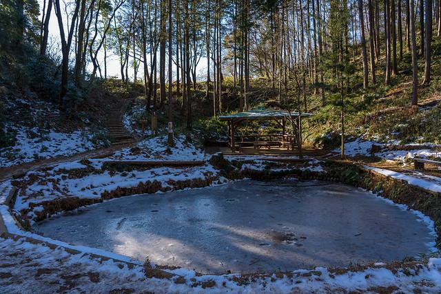 凍てつく雨乞池