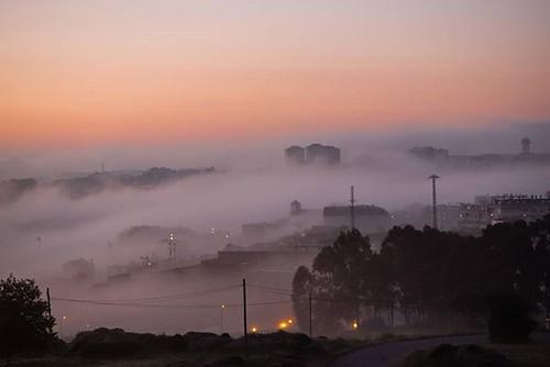 Los amaneceres con niebla desde Los Rosales a veces son espectaculares. #Coruña #losrosales #niebla #fog #amanecer #sunrise #photography