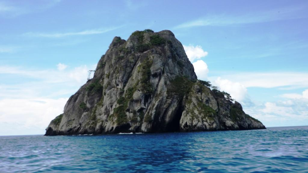 The islet Manuelita is a preferred site for diving and observing multiple marine species