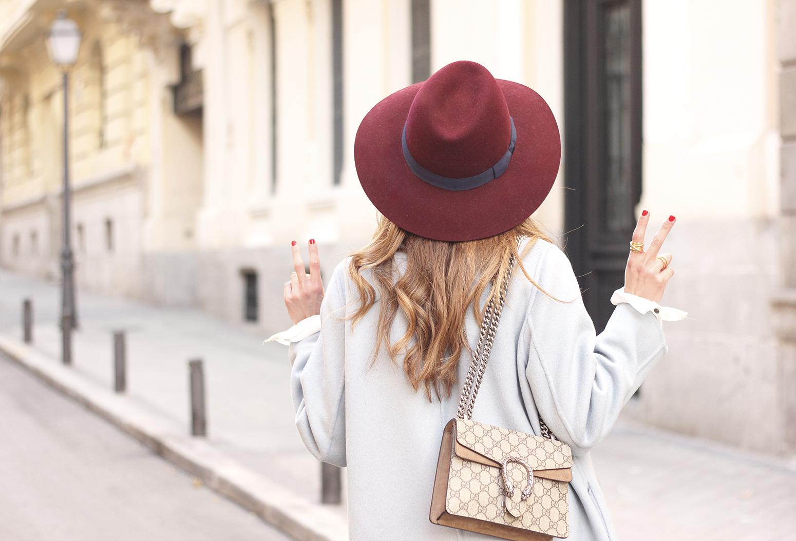 blue coat uterqüe abrigo azul gucci bag burgundy heels winter outfit street style fashion17