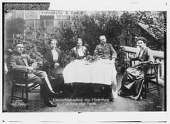 Hindenburg & family (LOC)