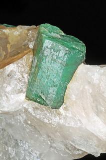 beryl var. emerald, quartz - 17 mm