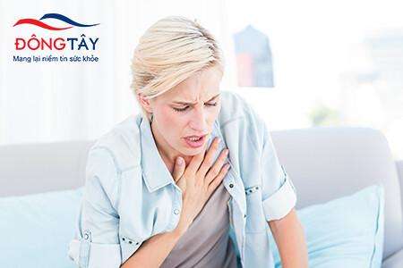 Những người bị hẹp van động mạch chủ thường gặp phải triệu chứng khó thở