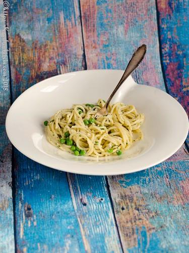 Spaghetti in Ziegenkräuterbutter, Erbsen und Ziegenfrischkäse (2)