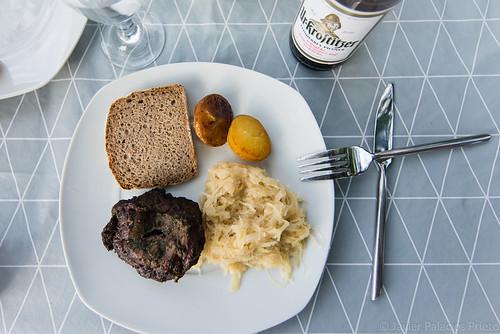 Mutzbraten mit Sauerkraut und Kartoffeln