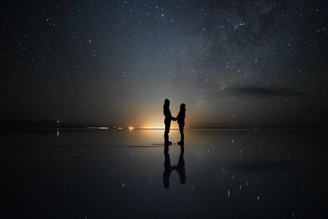 足元にも星空が広がって宇宙にいるかのよう