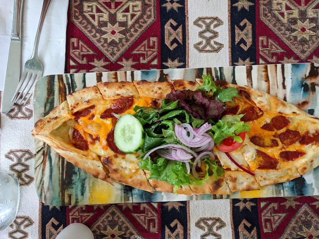 Salami Pide土耳其披萨