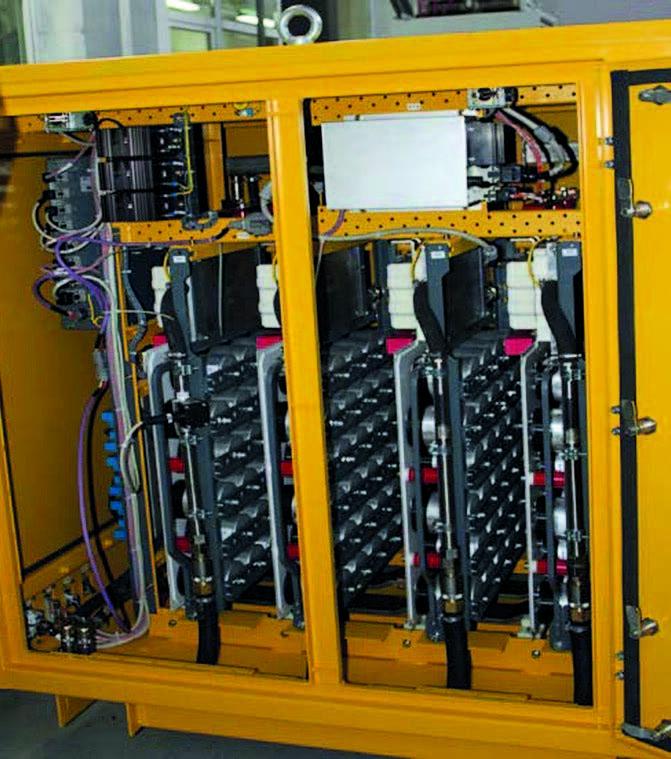 Ёмкостный фильтр выполнен на плё- ночных конденсаторах с многослойной ламинированной шиной